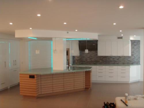 contemporary-zebra-wood,-gloss-white-kitchen